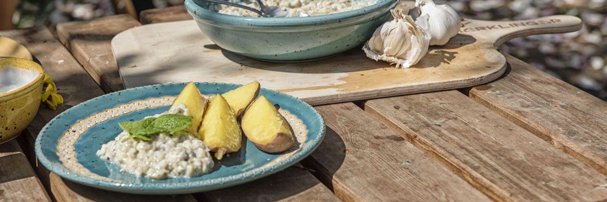 Auberginencreme und Ofenkartoffeln